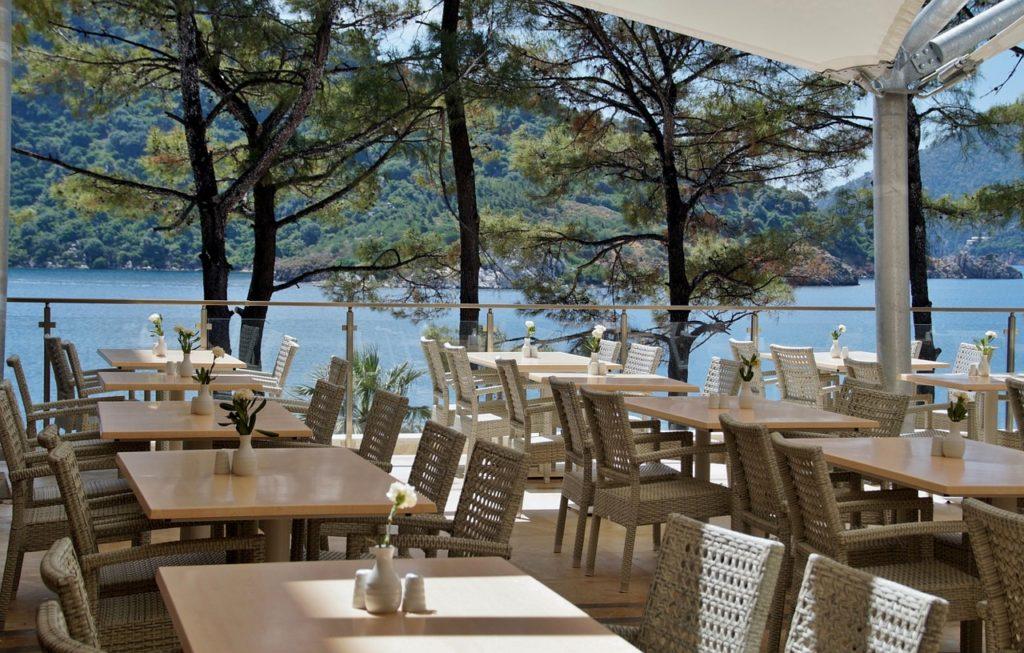 restaurant-805103_1280