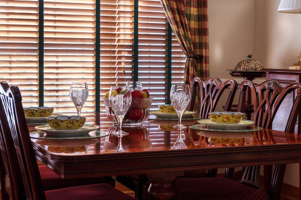 dinner-table-663435_1920
